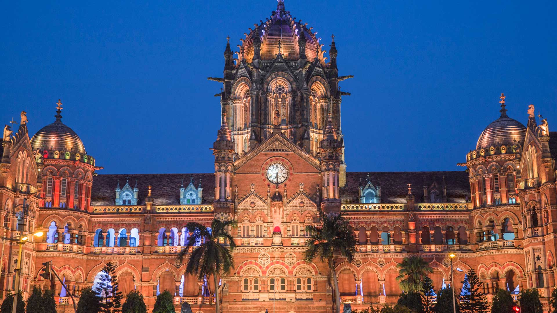 Chhatrapati Shivaji Terminus, a UNESCO-listed historic railway station in Mumbai, India with GeoEx