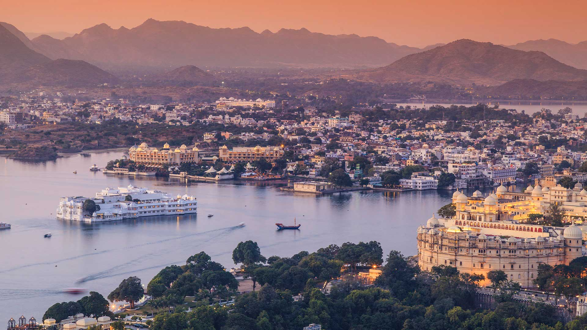 View of Lake Pichola and Udaipur, India with GeoEx.