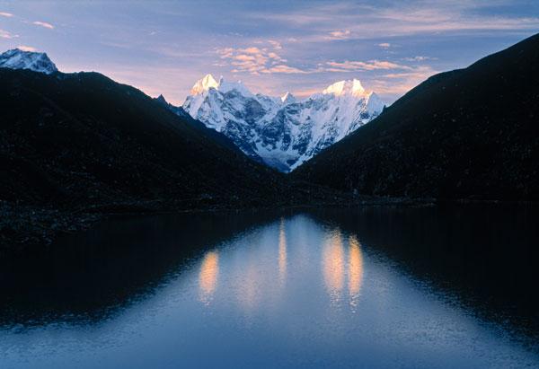 View over Gokyo Lake with mountains beyond, Sagamartha National Park, Khumbu Valley, Nepal
