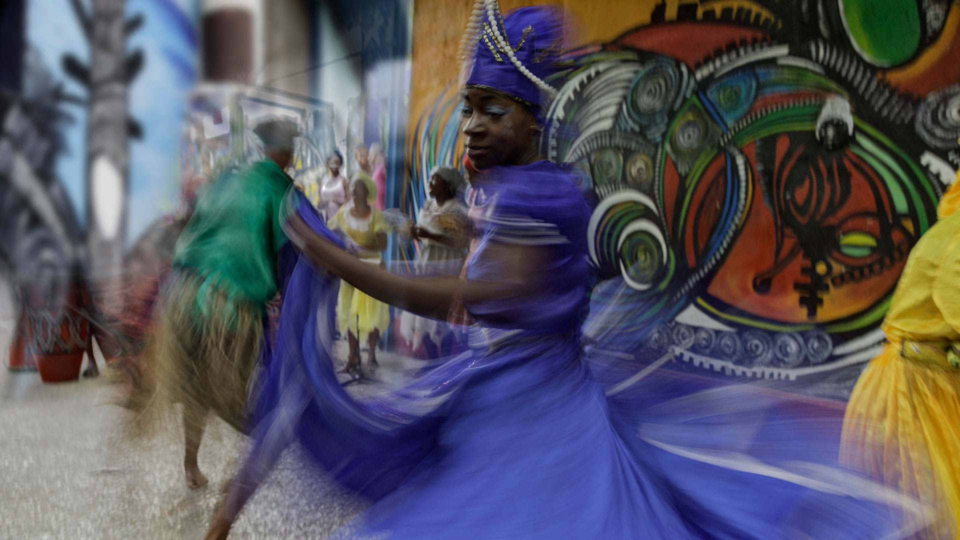 Cuban dancer in motion, Callejon de Hamel, Cuba
